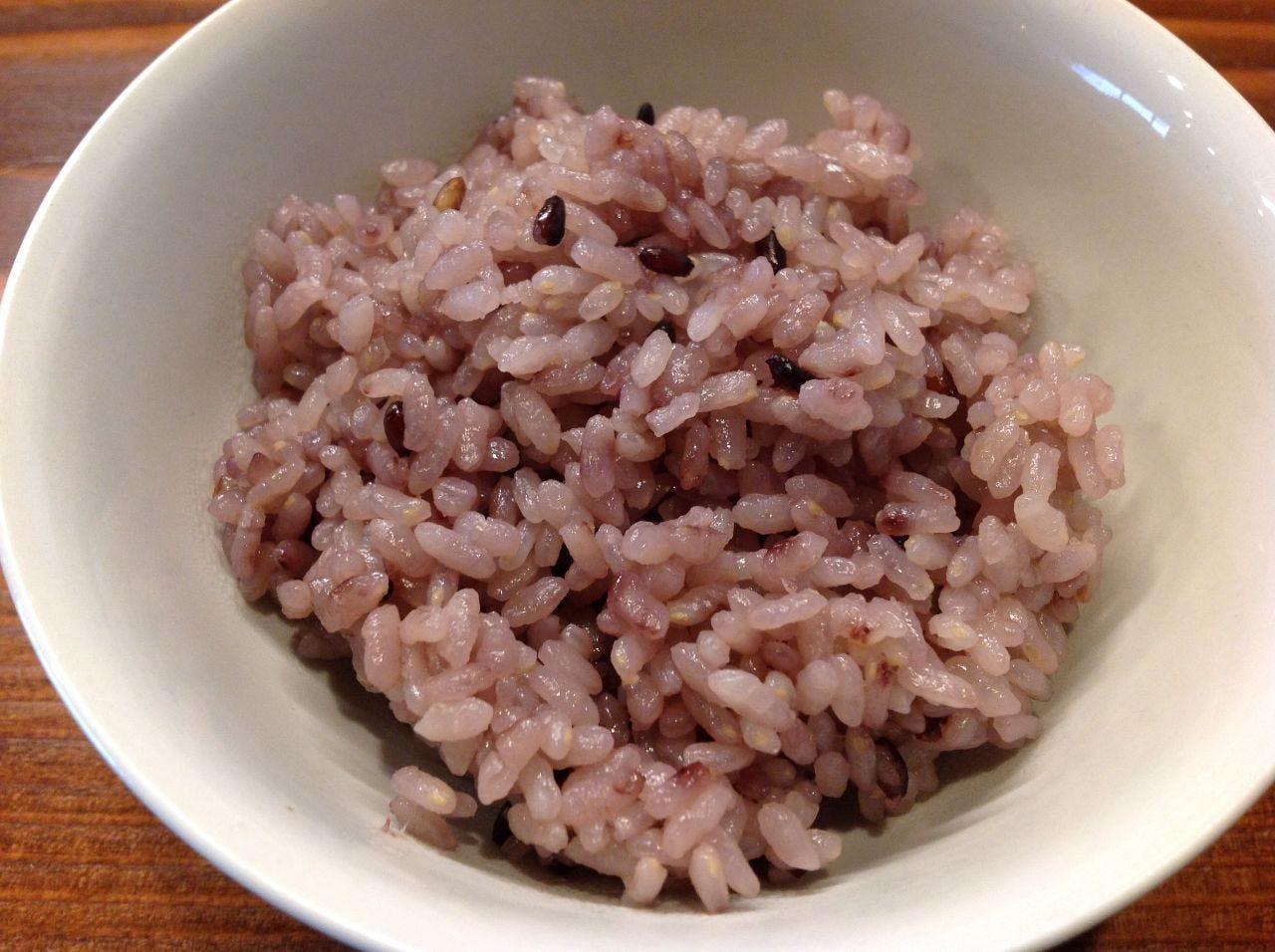 お店で炊く直前に精米~黒米ご飯