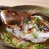 瀬戸内の厳選真鯛を丁寧に調理し土鍋でたきあげました。