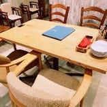 2~4名様でご利用頂けるテーブル席 ご家族や少人数の飲み会におすすめ
