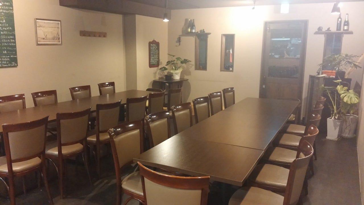 学生限定ソフトドリンク飲み放題1.5時間付き大皿コース 3,000円 (土日祝日祝前日はランチのみ)最大30名