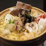 当店自慢の海鮮サンラーちゃんぽん鍋