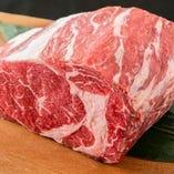 牛肉本来の旨味にこだわり吟味した厳選部位のみを使用。