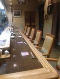 7席のゆったりとしたカウンター席