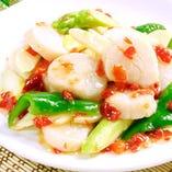 帆立貝と漬け唐辛子の炒め。(1,800円/税抜)
