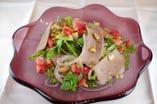 パクチーと塩豚のサラダ