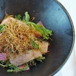 豚トロベーコンと春菊のサラダ仕立て