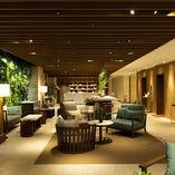 リラックスできるカフェのような「ロビー」も人気の空間です