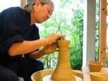 陶房で焼く素朴な器に添えて