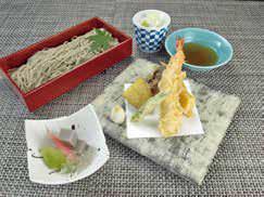 【団体様メニュー(1,500円)】季節の小鉢、天麩羅、ふのり蕎麦