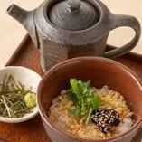 茶漬け (海苔佃煮と天かす・鮭・梅)
