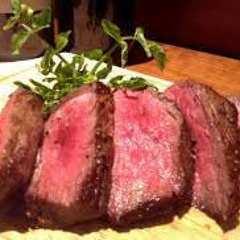 国産赤身肉のステーキ~自家製シャリアピンソース~