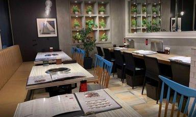 焼肉・韓国料理 KollaBo (コラボ) 田町店 店内の画像