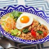 ガパオライス(鶏挽肉のバジル炒めご飯)