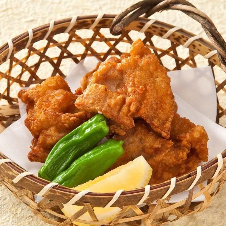 水たきスープに漬け込んだ鶏肉を唐揚げに!人気メニューです