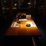 テーブル席やテラス席など、シーンに合わせて選べるお席