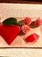 マグロ赤身握り仕立羊羹とはさみ菊、和菓子