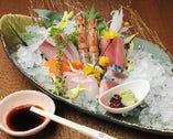 旬の鮮魚のお造りは1200円より