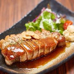 四元豚の厚切りステーキ