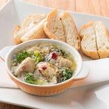 ■広島産牡蠣とアサリのアヒージョ