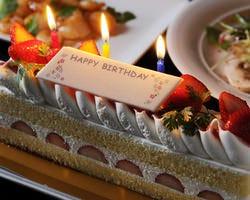 誕生日・記念日コースはケーキ付き サプライズ演出もできます