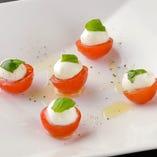 モッツァレラチーズ シンプルカプレーゼ 季節のハーブ野菜と