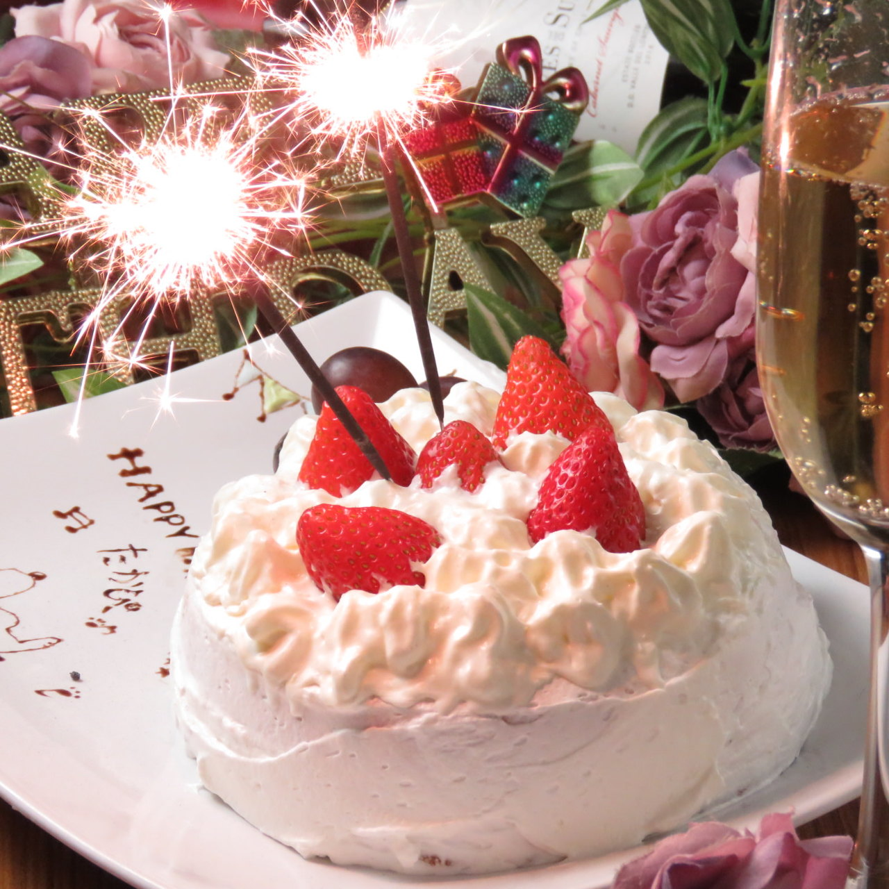 チョコアートホールケーキやシャンパンタワーで誕生日を