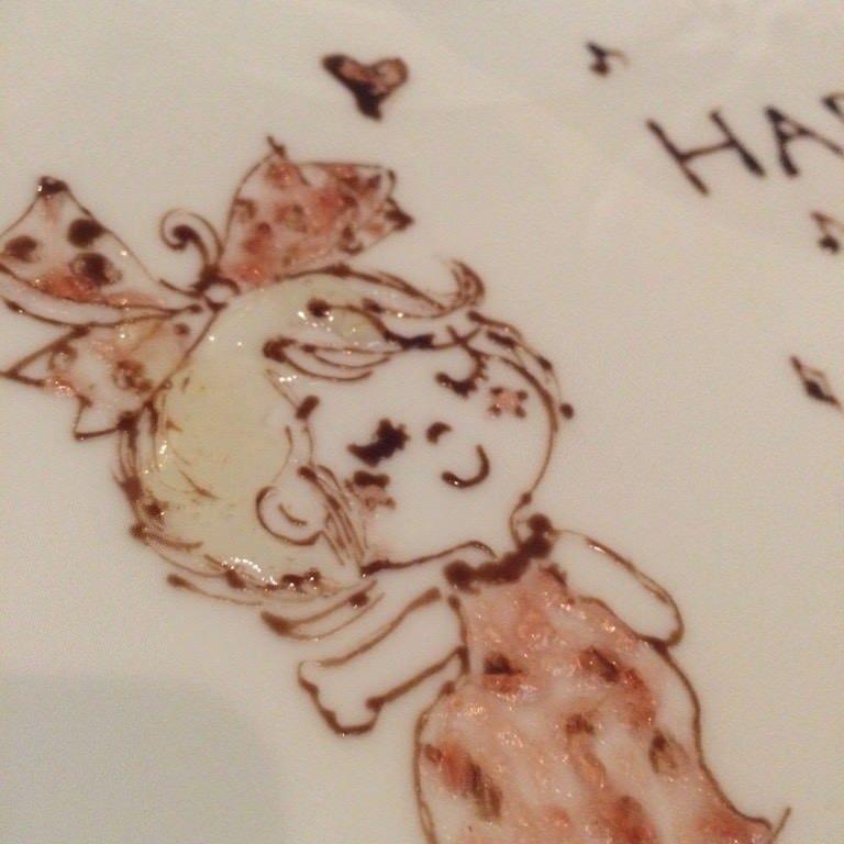 ひとつずつ手書きのチョコペンアートメッセージ付ケーキをご用意