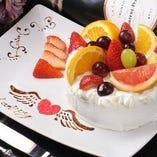 チョコペンアート付ホールケーキで記念日のサプライズもOKです♪