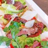 牛リブロースのタリアータ サラダ仕立て 2,000円