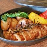 きびまる豚ロースと野菜の鉄鍋スタイル 1,800円
