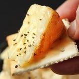 カマンベールチーズの炭火焼き
