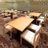 グループから大人数の飲み会まで幅広く対応できる個室。