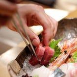 築地直送の鮮魚に職人の技が光ります。