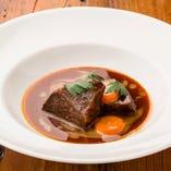 国産牛ほほ肉の赤ワイン煮込み ブルターニュ風  ブッフ・ブルギニョン