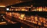 ■ 500種類の洋酒が       並ぶバック・バー