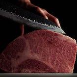 肉屋直営によるこだわりのお肉、綺麗なサシも魅力