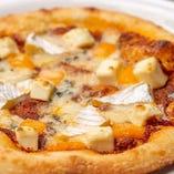 【自家製】 月・火は半額で味わえる生地もソースも手作りのピザ