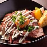 お肉の料理、多数ご用意してます。
