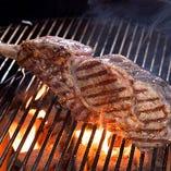 約1キロあるトマホーク肉はジューシーで食べ応え抜群