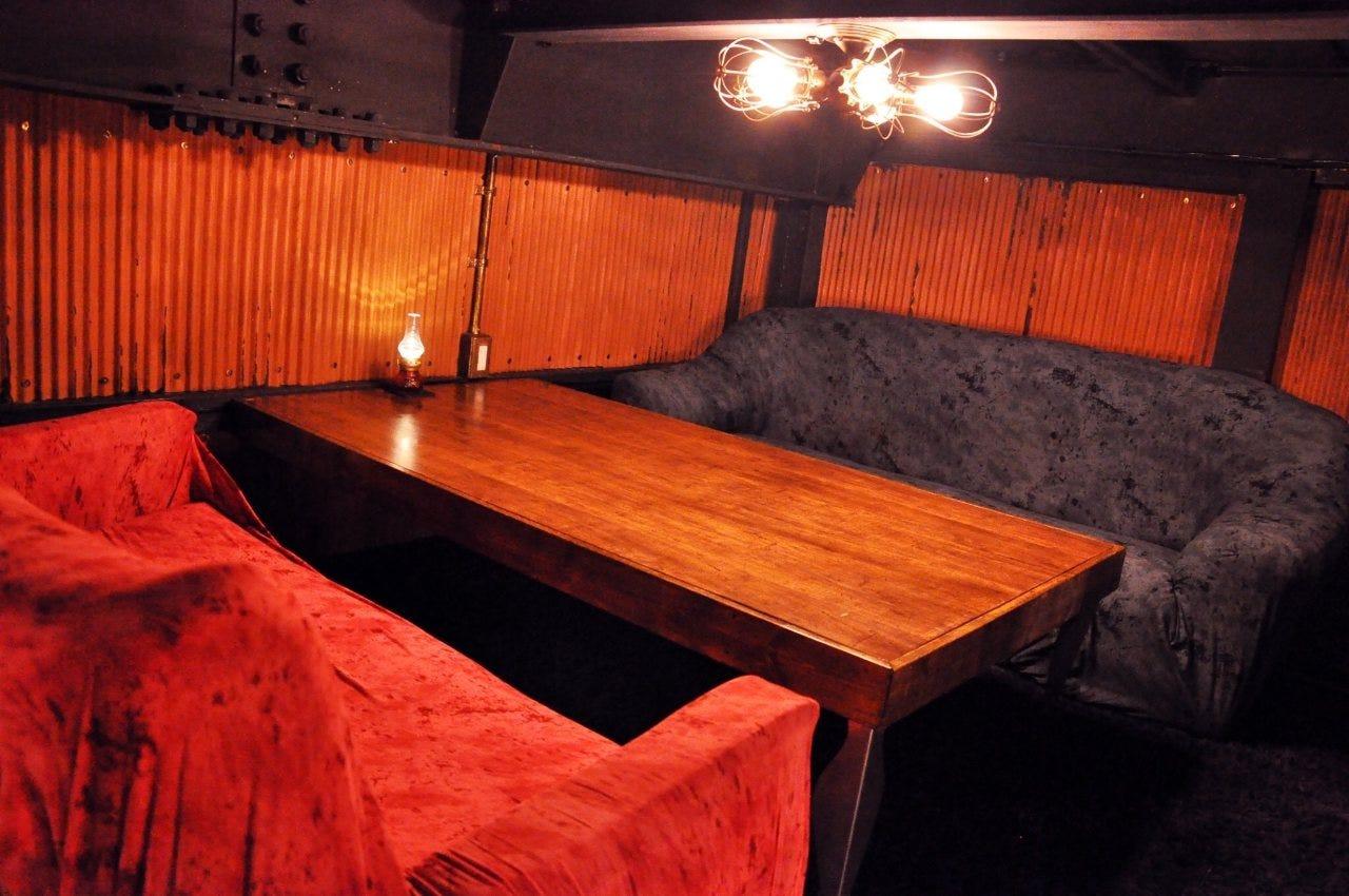 少人数でもご予約受付中です!!人気のソファー席