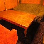 半個室のソファー席、テーブル席あります。少人数からご予約可能