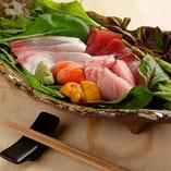錦市場より仕入れた鮮魚のお造りもございます。
