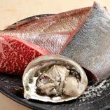 京都・錦市場よりその日の新鮮なお魚を仕入れています。