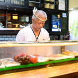 愛知県内の寿司屋で経験を積んできた大将。魚の目利きが光ります