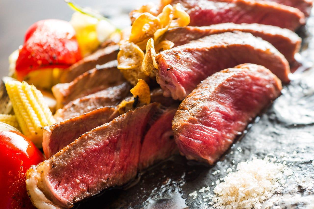 肉を味わうオーブン焼きが自慢
