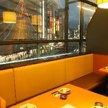 上野駅方面の夜景を観ながらお食事できるテーブル席(2~4名様まで)