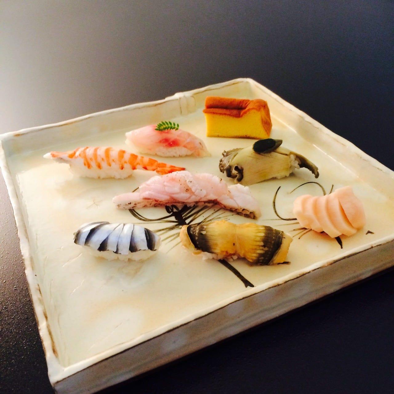 「おまかせ握り鮨」は8,000円より