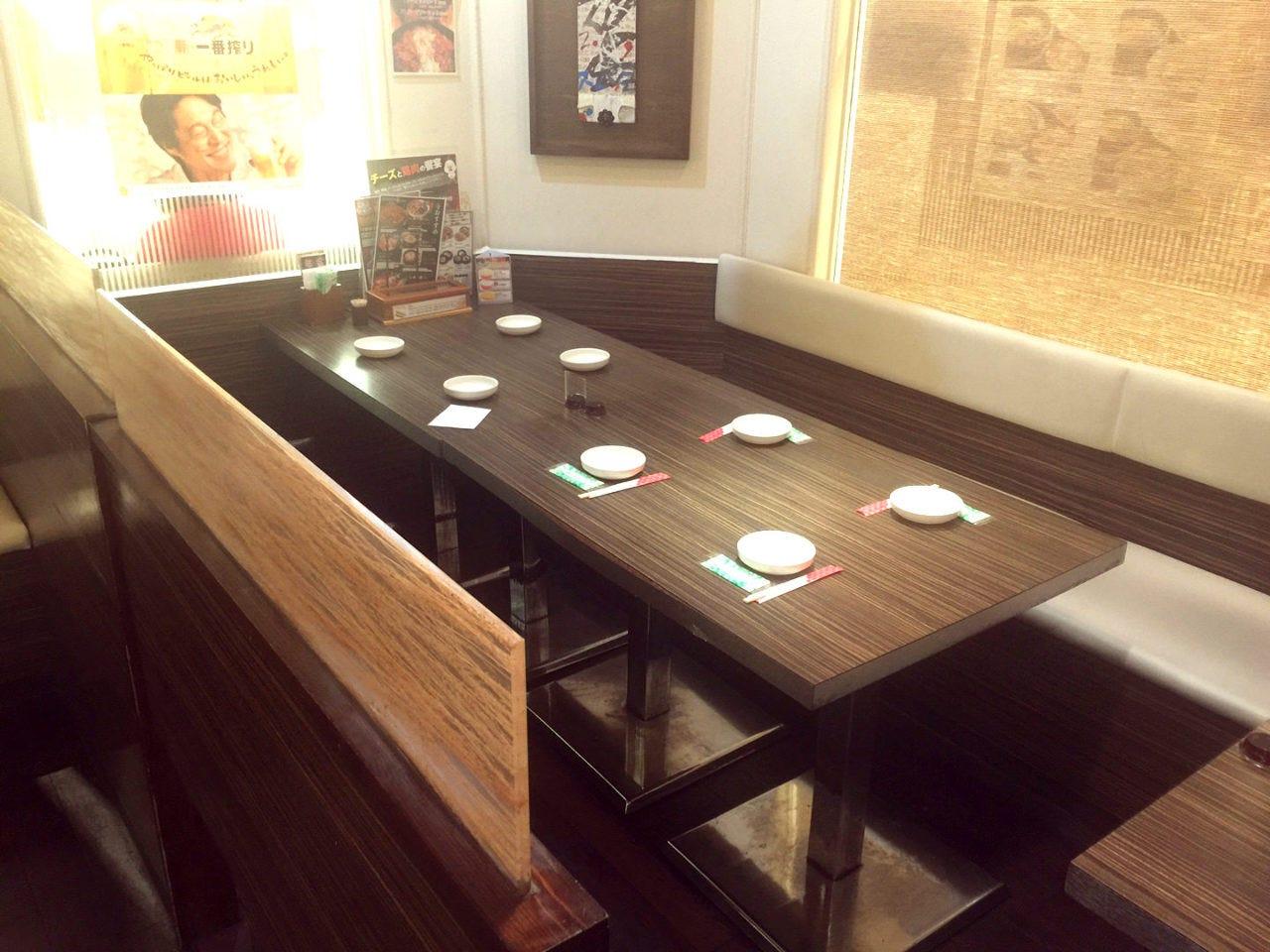 テーブル席・半個室・8名様まで