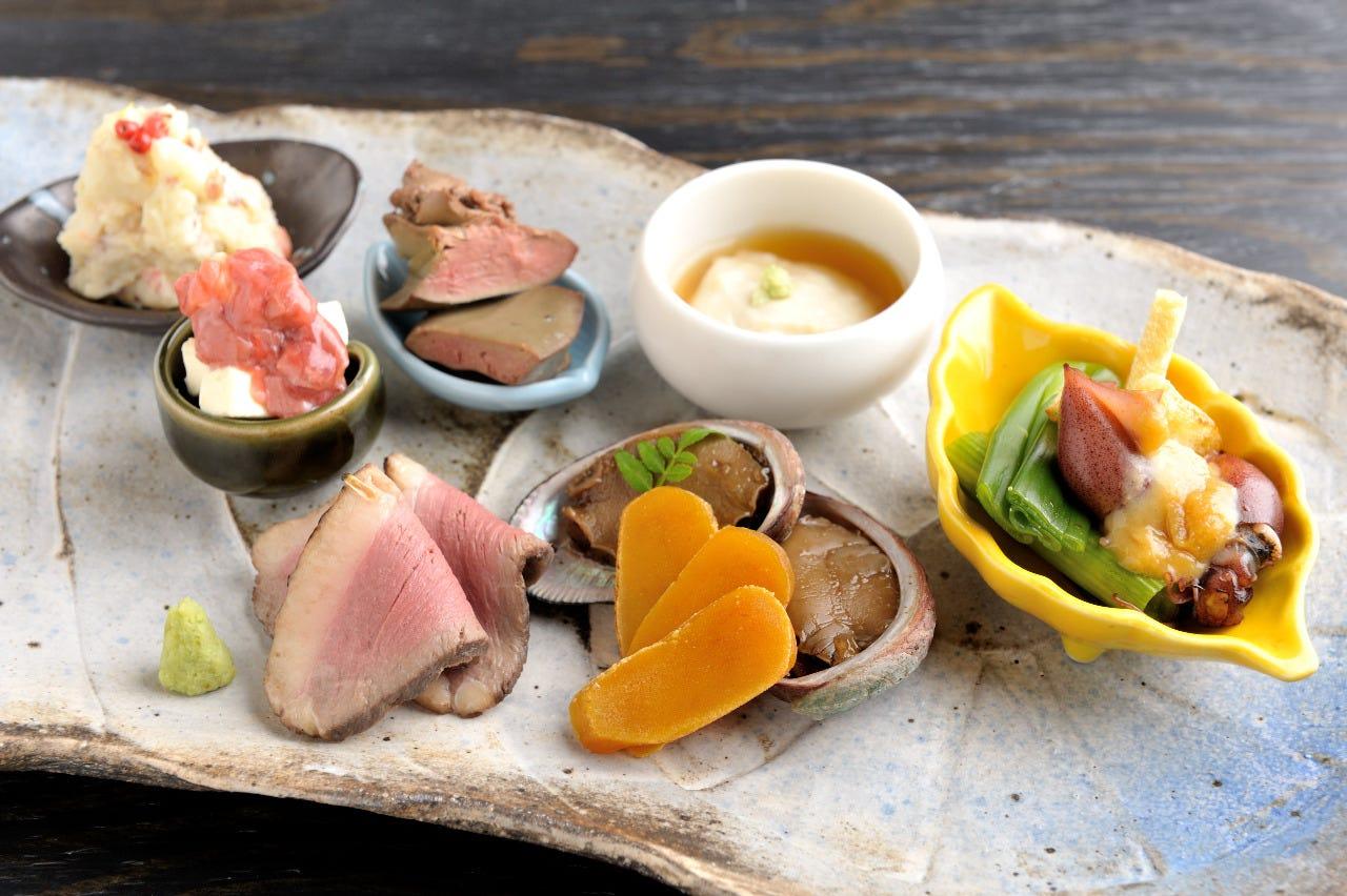 日本酒に合う酒肴、姉妹店SOUの人気メニュー等多彩なお料理。