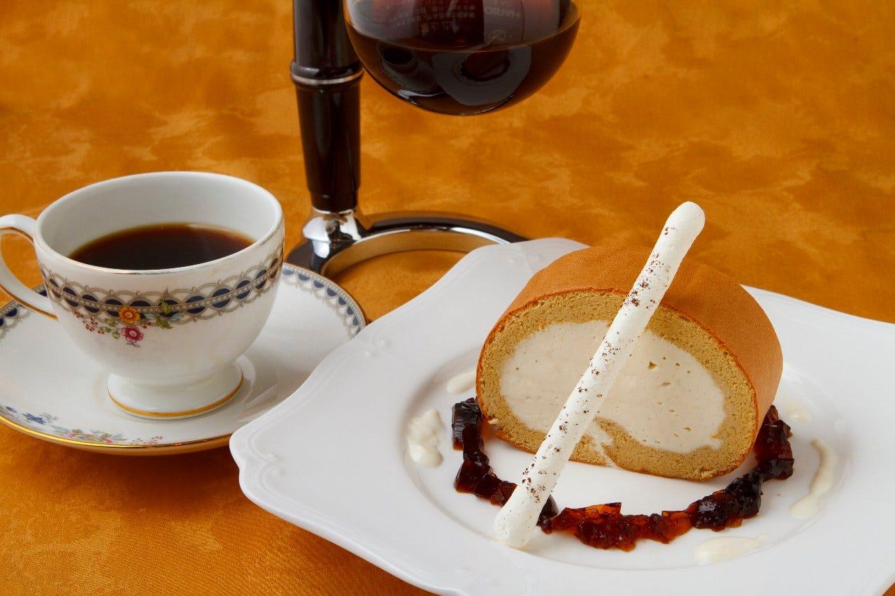 サイフォン珈琲や紅茶など幅広いメニューをご用意